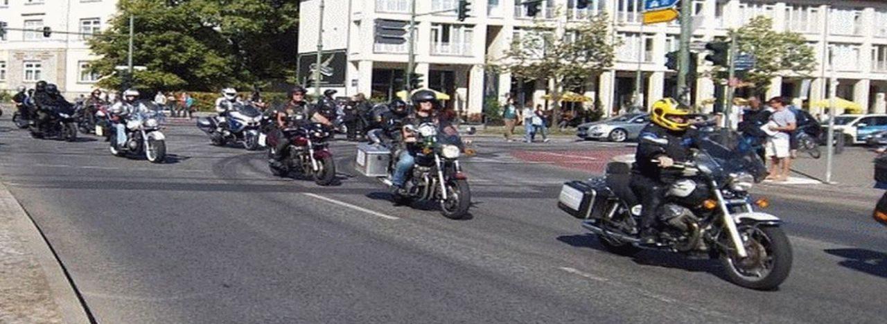 Mit dem Motorrad fahren